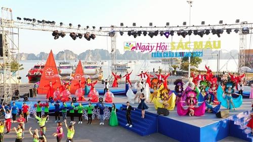 Quảng Ninh đón khoảng 142 000 lượt khách trong 2 ngày nghỉ Tết dương lịch