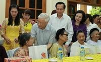 Chủ tịch Nước tặng quà người có công dịp Tết Nguyên đán 2021