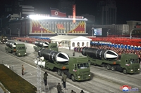 Triều Tiên phô diễn vũ khí tối tân tại lễ duyệt binh chào mừng thành công Đại hội