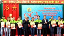 Đồng chí Trần Quốc Vượng thăm, chúc Tết tại Thái Bình