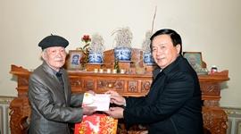 Đồng chí Nguyễn Xuân Thắng thăm và tặng quà tại tỉnh Bắc Kạn