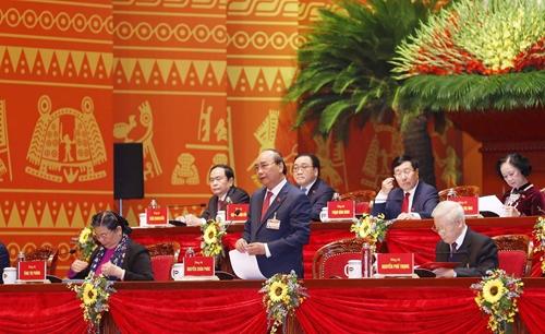 Các đại biểu thảo luận Văn kiện Đại hội XIII tại hội trường