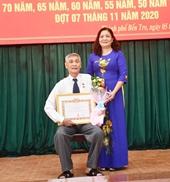 Bến Tre 289 đảng viên được nhận Huy hiệu Ðảng đợt 3 2
