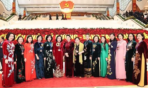 Hình ảnh đại biểu nữ tham dự Đại hội XIII của Đảng