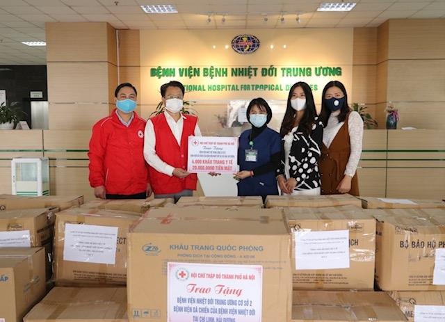 Trao vật dụng y tế tại 5 bệnh viện, cơ sở y tế trên địa bàn Hà Nội