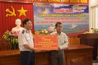 Bộ Tư lệnh Cảnh sát biển Việt Nam trao quà cho ngư dân, học sinh nghèo