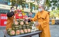 Chùa Ba Vàng trao quà tết cho chốt kiểm soát dịch và khu cách ly