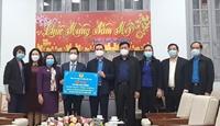 Động viên cán bộ, đoàn viên, người lao động tại Viện Vệ sinh dịch tễ Trung ương và Bệnh viện Bạch Mai