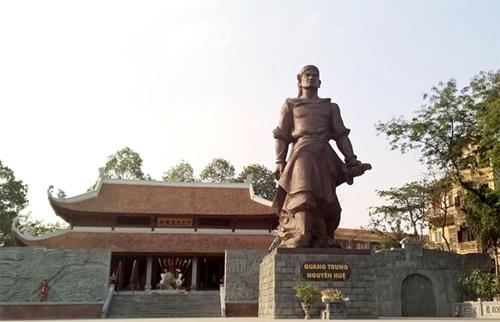 Thường trực Thành ủy Hà Nội dâng hương tưởng nhớ Hoàng đế Quang Trung - Nguyễn Huệ