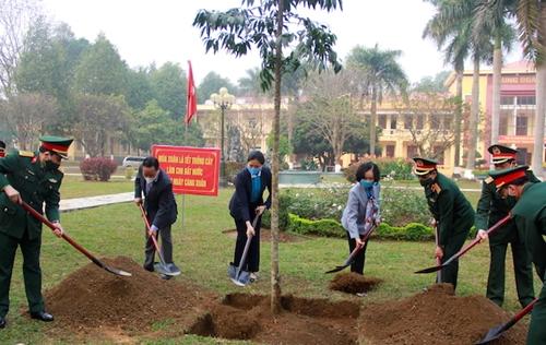 Đồng chí Trương Thị Mai dự lễ phát động Tết trồng cây Đời đời nhớ ơn Bác Hồ