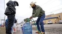 Hàng triệu người dân Mỹ thiếu nước sạch do bão tuyết