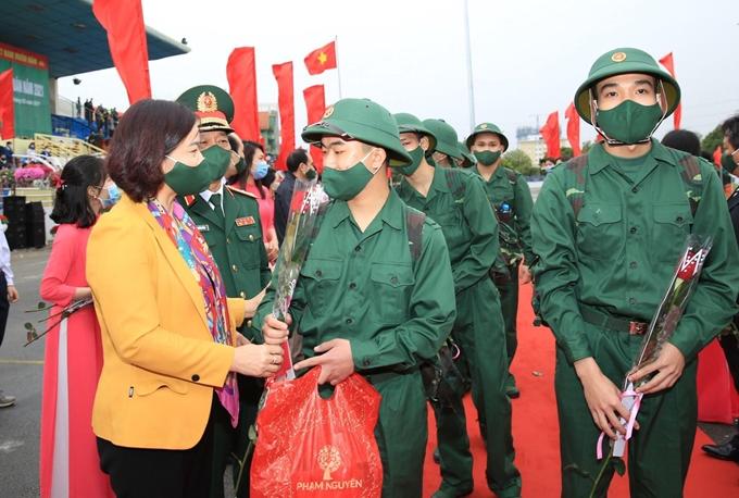 Hà Nội: Gần 4.000 thanh niên lên đường nhập ngũ