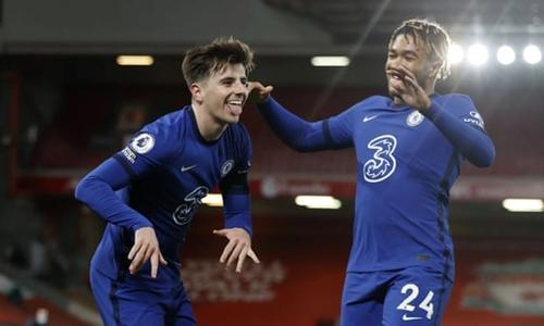 Chelsea dìm Liverpool vào khủng hoảng