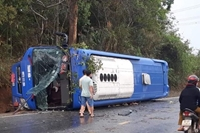Kon Tum Lật xe khách trên Quốc lộ, 19 người bị thương