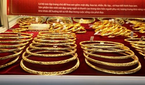 Giá vàng bất ngờ tăng cao