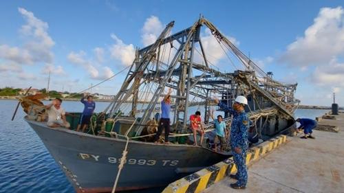 Kịp thời cứu nạn, khắc phục sự cố cho hai tàu cá Phú Yên