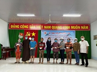 Tặng hơn 2 500 thẻ BHYT cho hộ cận nghèo tỉnh Đồng Tháp