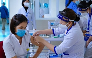 """Vaccine phòng COVID-19 và câu chuyện """"ý Đảng lòng dân"""""""