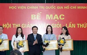 Giám đốc Học viện Chính trị quốc gia Hồ Chí Minh trao bằng khen cho 04 giảng viên xuất sắc