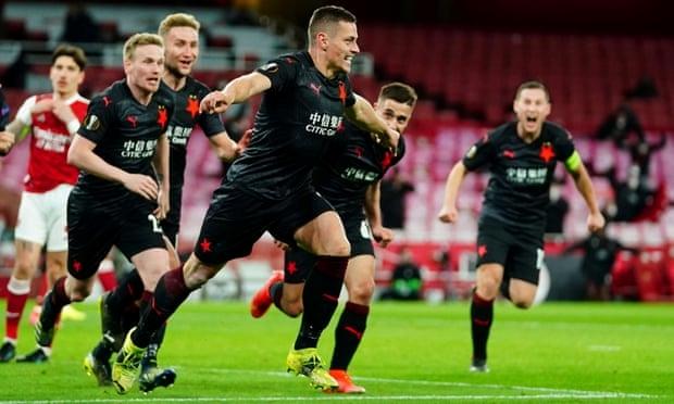Arsenal gây thất vọng tại Europa League