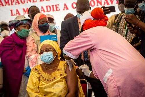 Hơn 100 quốc gia đã nhận được vaccine ngừa COVID-19 nhờ COVAX