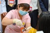 6 người đầu tiên tiêm thử nghiệm mũi 2 vắc xin COVIVAC