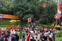 Hàng ngàn du khách về Đất Tổ dâng hương tưởng niệm các Vua Hùng