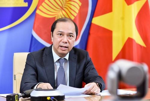 Coi trọng phát triển quan hệ hợp tác, hữu nghị, truyền thống với các nước láng giềng và ASEAN