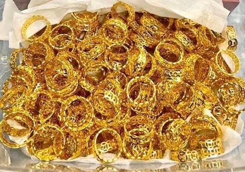 Giá vàng trong nước và USD đồng loạt giảm