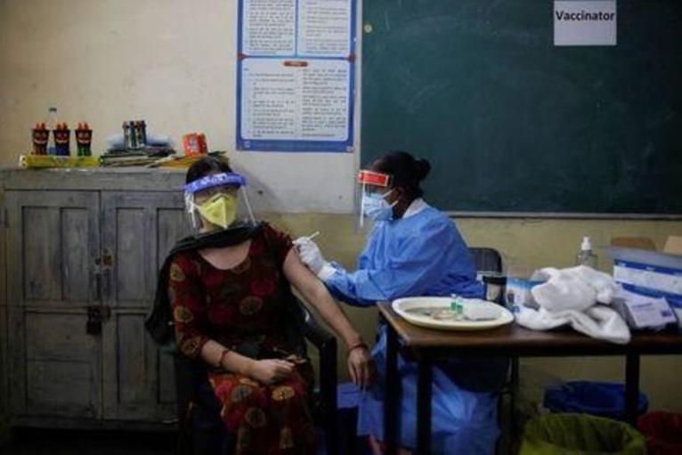 Ấn Độ có thêm hơn 38 vạn ca mắc COVID-19 trong một ngày