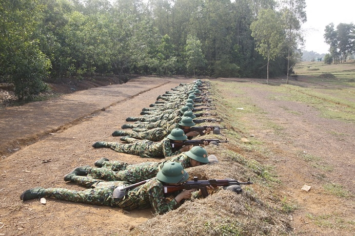 Chiến sĩ mới Trung đoàn 38 tích cực luyện rèn