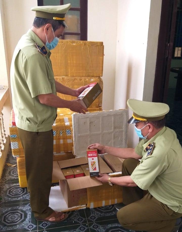 Bắc Ninh xử phạt 90 triệu đồng, tịch thu 408 chai rượu nhập lậu