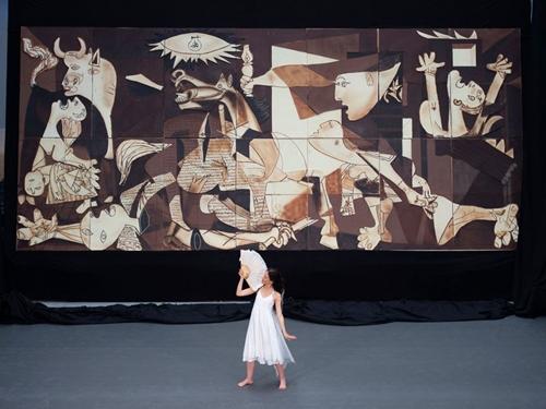 Chiêm ngưỡng kiệt tác Guernica của danh họa Picasso bằng socola