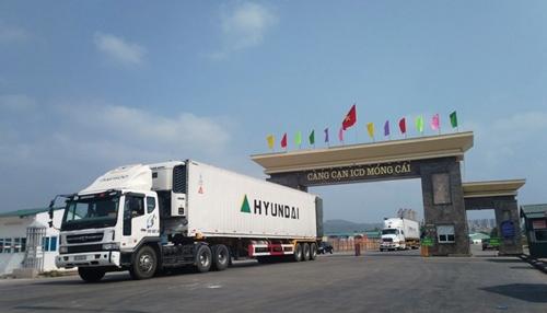 Niêm phong cabin xe vận chuyển hàng xuất nhập khẩu vào TP Móng Cái