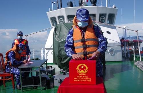 Bầu cử sớm trên tàu Cảnh sát biển 3001, tàu Vạn Hoa 792