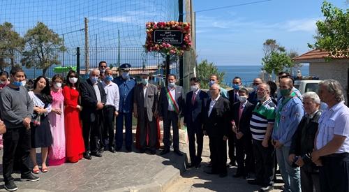 Dâng hoa kỷ niệm Ngày sinh Chủ tịch Hồ Chí Minh tại Algeria