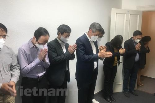Đại sứ quán Việt Nam tại Đức tổ chức Lễ dâng hương kỷ niệm Ngày sinh Chủ tịch Hồ Chí Minh