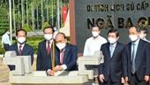 Chủ tịch nước dâng hương tưởng niệm Chủ tịch Hồ Chí Minh và các anh hùng liệt sĩ tại huyện Hóc Môn