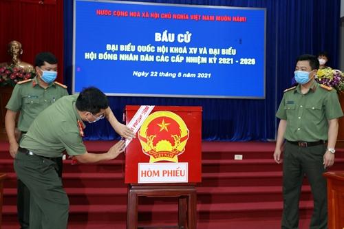 Gần 850 cử tri Công an tỉnh Bắc Ninh bỏ phiếu bầu cử sớm