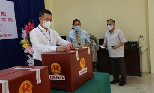 Hơn 64 vạn cử tri Hòa Bình tham gia Ngày hội non sông