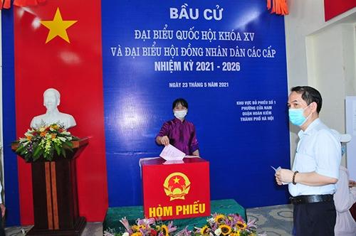 Cử tri Hà Nội sôi nổi đi bỏ phiếu bầu cử