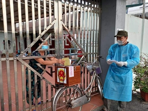Những hình ảnh đặc biệt, xúc động trong ngày bầu cử tại tâm dịch Bắc Giang