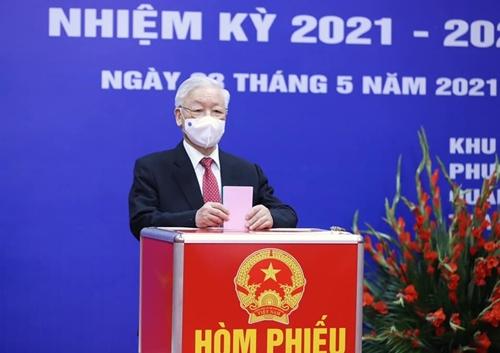 Lãnh đạo Đảng, Nhà nước thực hiện quyền công dân