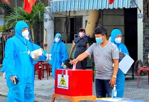 Những hình ảnh ấn tượng trong ngày bầu cử tại Đà Nẵng