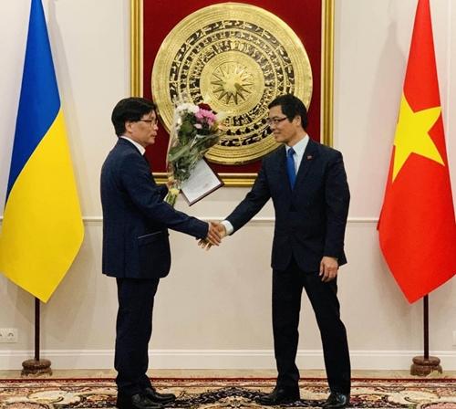 Trao Quyết định bổ nhiệm Lãnh sự danh dự Việt Nam tại Odessa, Ukraine