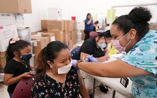 Số ca nhiễm mới COVID-19 tại Mỹ giảm mạnh