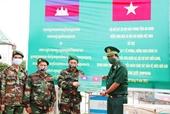 Bộ đội Biên phòng An Giang hỗ trợ vật tư y tế phòng, chống dịch cho Campuchia
