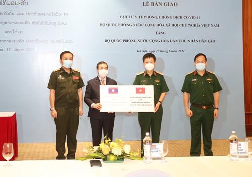 Bộ Quốc phòng Việt Nam trao vật tư y tế tặng Bộ Quốc phòng Lào