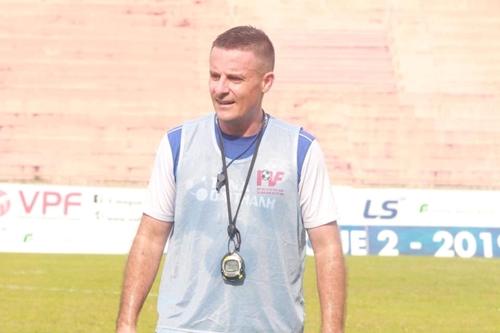 Liên đoàn bóng đá Việt Nam ký hợp đồng với HLV thể lực Cedric Roger
