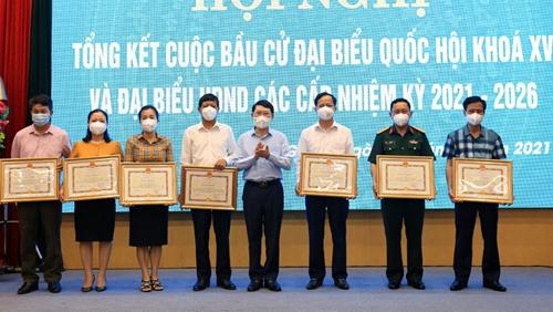 Bắc Giang Khen thưởng 170 tập thể, cá nhân trong công tác tổ chức bầu cử